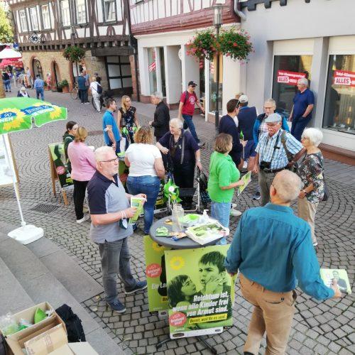 18.9.21 gut besuchter Infostand der Grünen zur Bundestagswahl